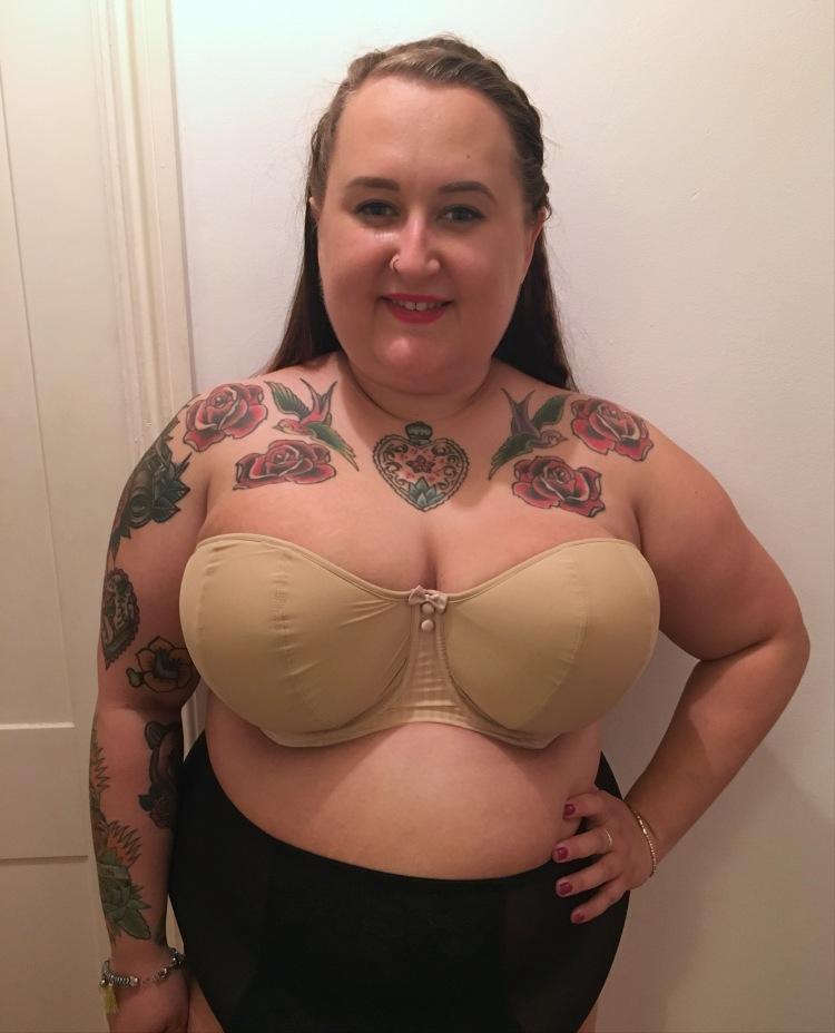 curvy-kate-strapless-luxe-bra-review-plus-size-lingerie-lottie-lamour-plus-size-blogger