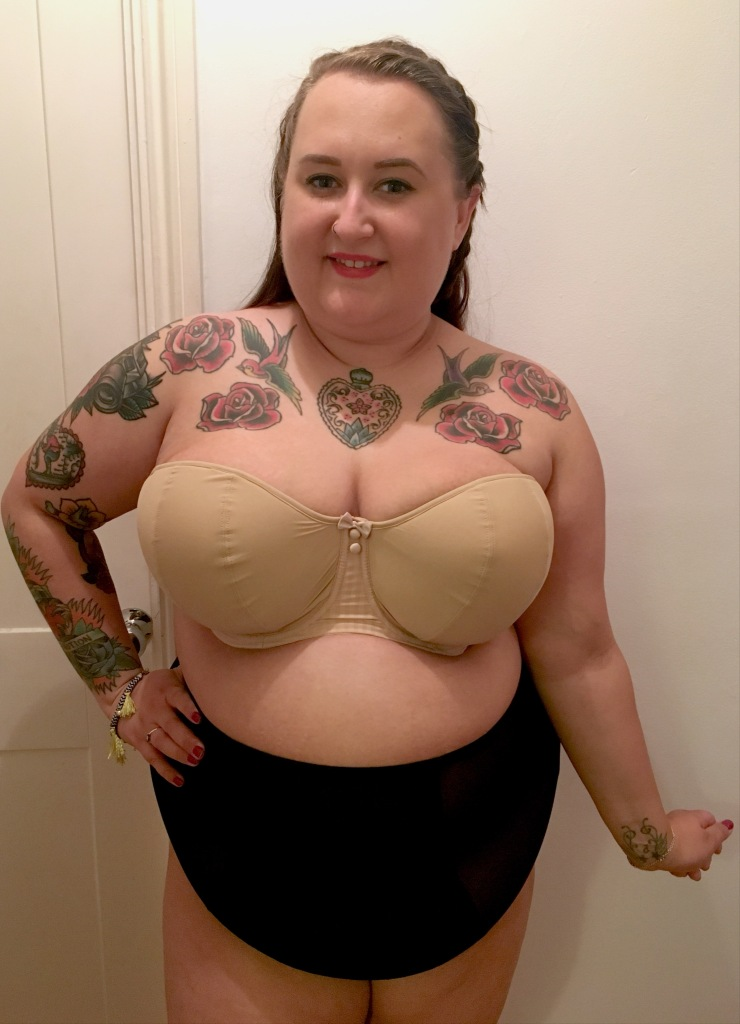 curvy-kate-strapless-luxe-bra-review-plus-size-lingerie-lottie-lamour-plus-size-blogger