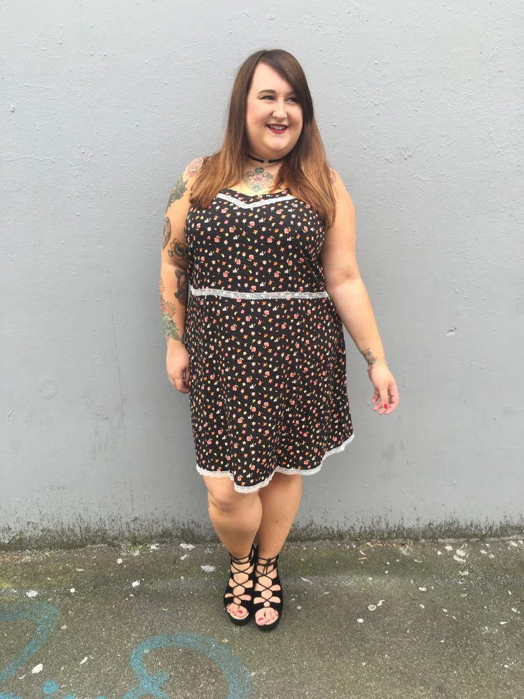 simply-be-strappy-lace-cami-dress-plus-size-fashion-lottie-lamour-british-plus-size-blogger-uk